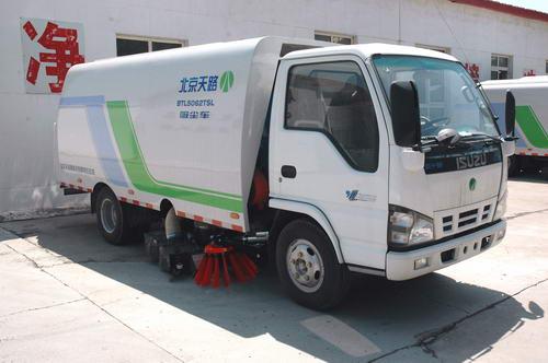 北京天路 121马力 4×2 吸尘车(BTL5062TSL)