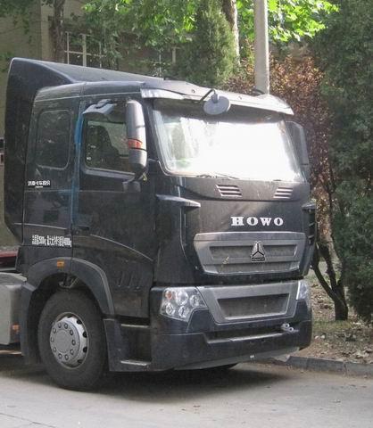 豪沃 ZZ4257N25CMD1H 牵引汽车