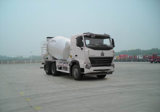 中国重汽 HOWO 375马力 6×4 混凝土搅拌运输车(ZZ5257GJBN4047P1)