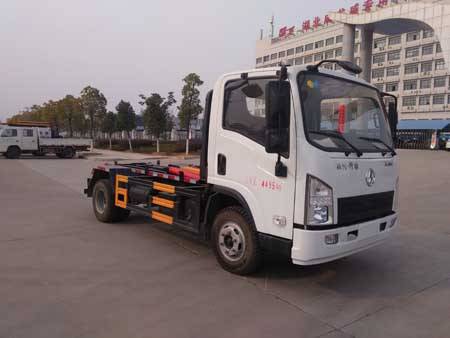 湖北成龙威 楚飞 130马力 4×2 车厢可卸式垃圾车(CLQ5040ZXX5SX)