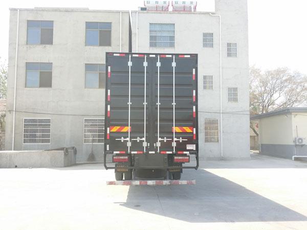 华菱汽车 汉马H6 重卡 270马力 4×2 厢式 排半 载货车(HN5180XXYH27F1M5)