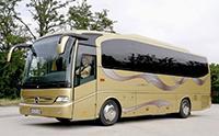 真是大开眼界 开上这样的大巴车想翻车都难!