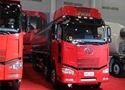 程力威 320马力 8×4 化工液体运输车(CLW5311GRYC4)