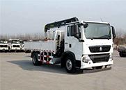 斯太尔 210马力 4×2 随车起重运输车(ZZ5161JSQH501GD1)