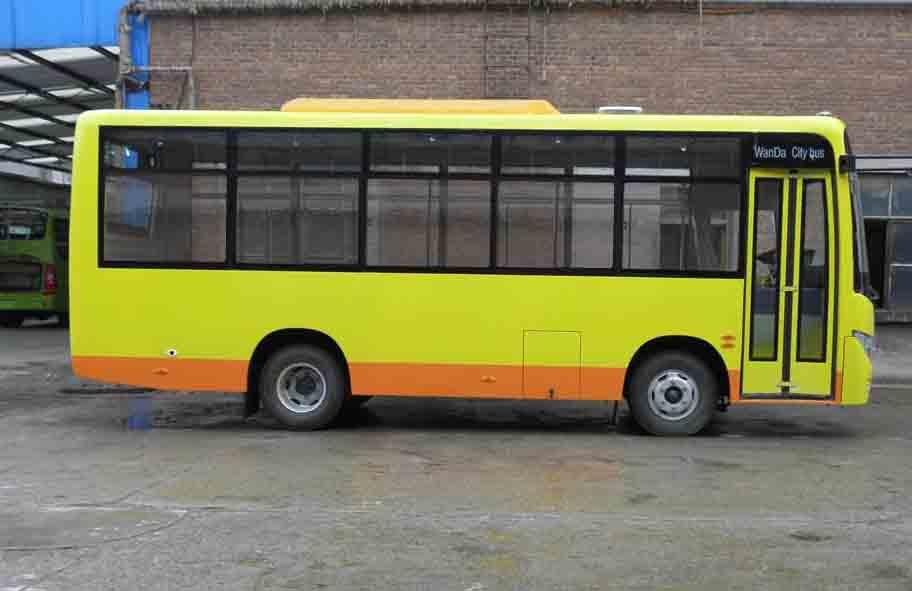 该车选装前(前轴前)后(后轴后)乘客门、内摆门、水箱面罩及后部装饰条;选装后部灯具;选装顶置空调时高为3250mm,整备质量为5100kg;封闭中(前后轴之间)和后(后轴后)乘客门只选装前(前轴前)乘客门时座位数为17-30。该车仅选装YC4FA115-40(最大净功率为80kW)、YC4FA130-40(最大净功率为90kW)发动机。该车通过发动机ECU限速,限速69km/h。