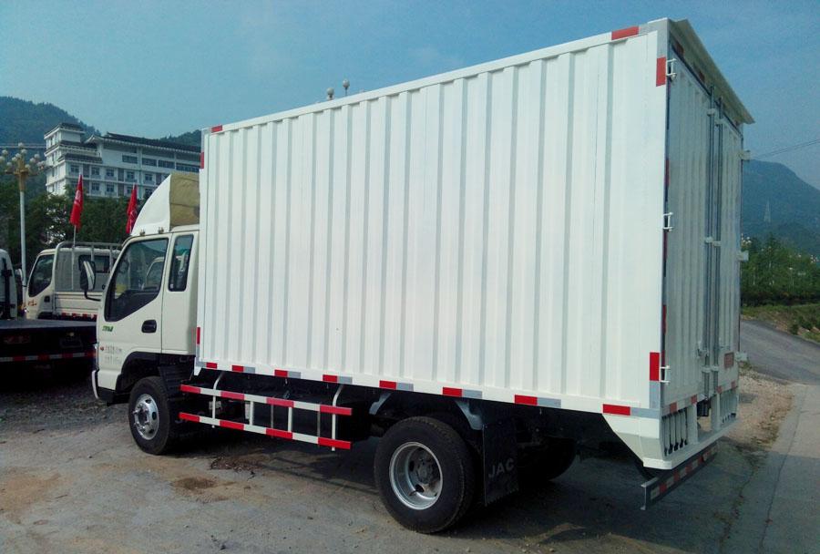 东风锐铃厢式货车厢长4米2上户1.5吨