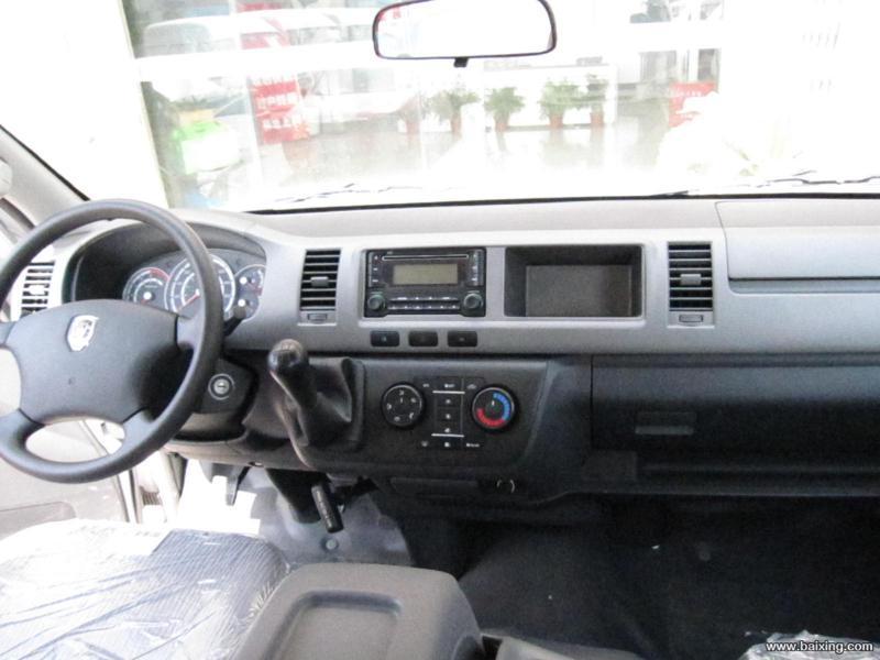 中控锁,车内空气净化器,中央空调带头顶出风口,倒车雷达,间歇时雨刮