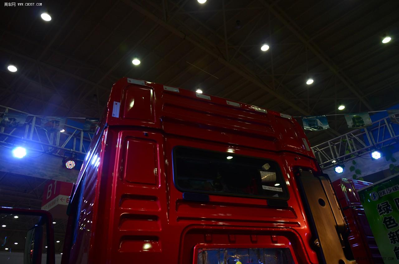 陕汽德龙新m3000 340马力 6x2牵引车