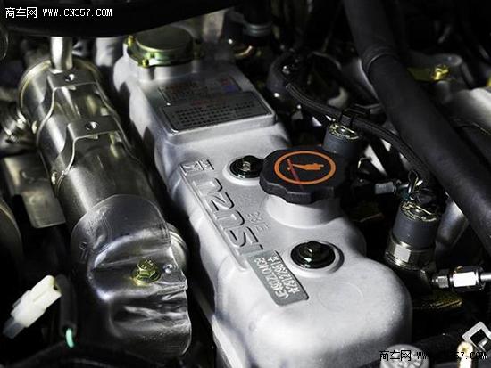 本着奉献精品、铃跑未来的精品造车理念,骐铃T7配备全方位的安全保障:行车自动落锁、ABS+EBD、胎压胎温监测、高位刹车灯、大灯高度可调、儿童安全锁、行车电脑、倒车雷达、玻璃自闭器、车门未关报警提示等,全面保证安全护航! 应该说在产品上骐铃T7具备了冲击力,关键就在于其定价了,目前主流品牌同级别皮卡起步价多在8.